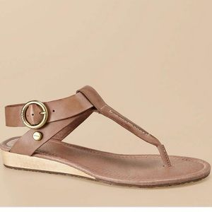 Fossil brown Suzie thong sandals w/ ankle strap